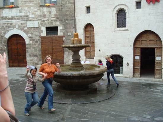 Gubbio, Italy: Siamo brave, ora siamo oficialmente matte