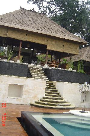 Amori Villas: Communal area up from the pool