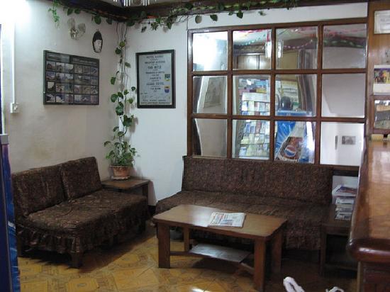 Hotel Karma: reception area