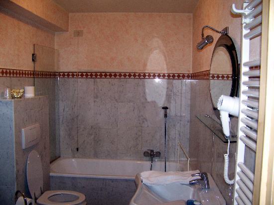 Hotel Burchianti: our bathroom