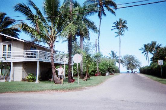 ‪‪Hanalei Inn‬: Beach House on He'e Road with Ocean View from Deck‬