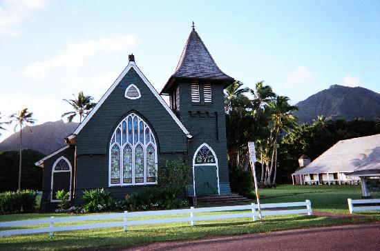 Hanalei Inn: Famous Hanelei Church almost across the road from Inn