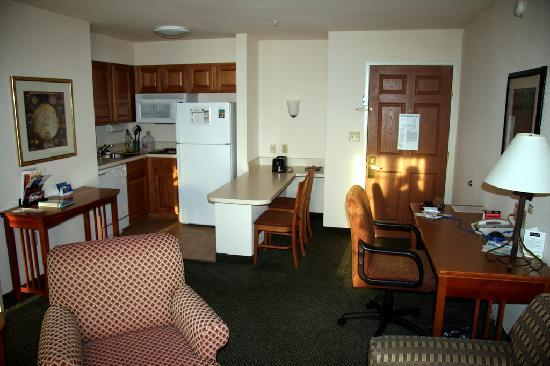 Staybridge Suites Austin Arboretum: room pic 1