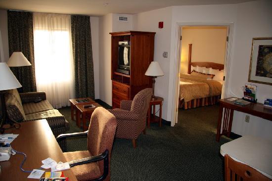 Staybridge Suites Austin Arboretum: room pic 2