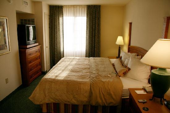 Staybridge Suites Austin Arboretum: room pic 3