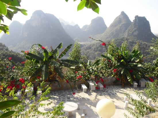 Yangshuo Dongling Resort: Terrace view to garden
