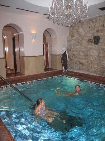 Alchymist Grand Hotel & Spa : relaxing evening in the pool