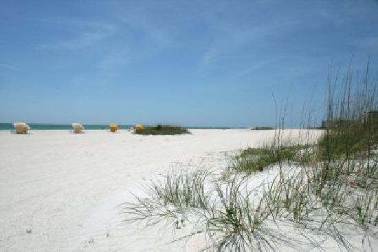 The Bayside Inn & Marina: Beach