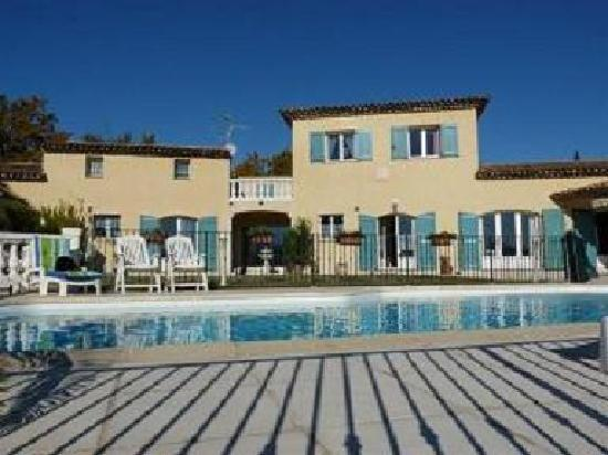 Les Jardins du Golf: House seen from the pool