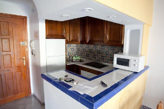Ona Aldea del Mar: well equipped kitchenette