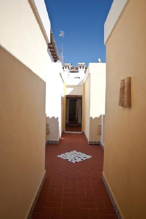 Ona Aldea del Mar: entryway to 3rd floor apartments