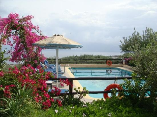 Elounda Heights Apartments and Studios: The pool