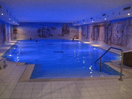 La piscine picture of romantik hotel julen zermatt for Piscine zermatt