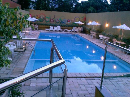 هوتل رافاين سنترو: vista a la piscina