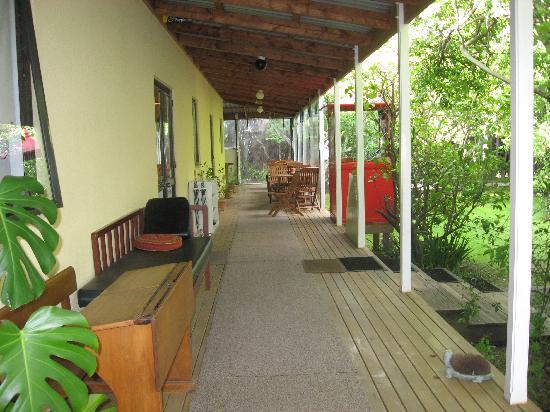 Watson's Way Lodge: Porch