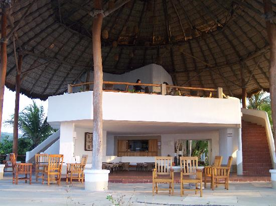 "Tenacatita, Meksiko: ""View of dining palapa and lounge/bar area"""