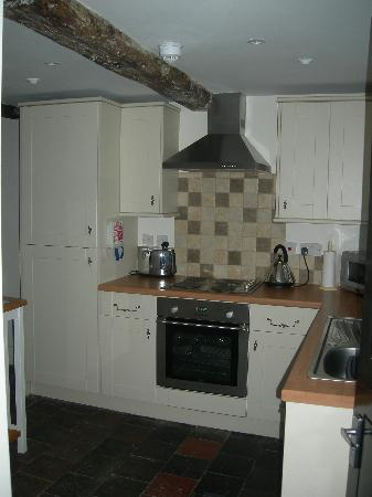 Commonhall Apartments: Kitchen in the Cottage