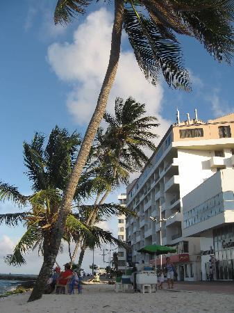 Hotel Tiuna : VISTA EXTERIOR DEL HOTEL