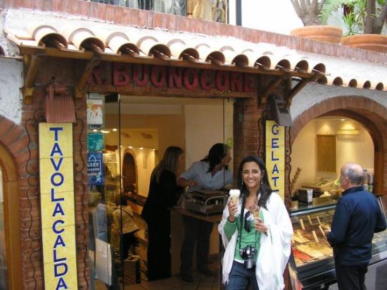 Sapori di Capri: En esta heladería te hacían la galleta en el momento de venderte el helado. ¡¡Una delicia!!