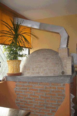 Pizzeria Italiana Pacciarino: Italian pizza oven