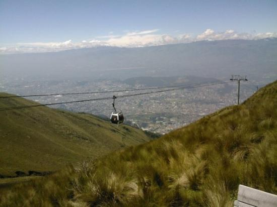 Quito, Ekuador: The rail cars getting up