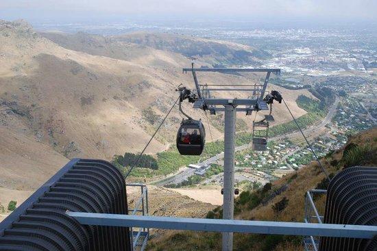 Christchurch Gondola : 山麓駅 振り返るとクライストチャーチ中心部から太平洋
