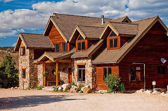 Stone Canyon Inn: Inn Exterior