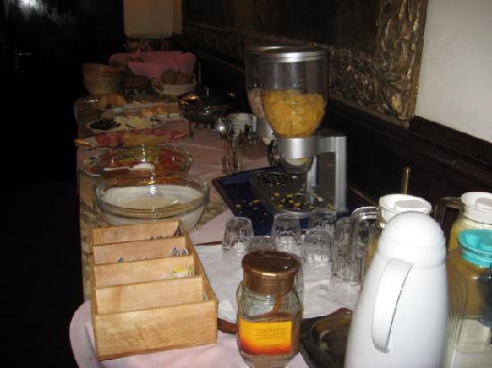 Hotel Pension Franz: Buffet breakfast