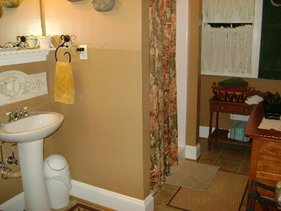 Piney Hill Bed & Breakfast: Bathroom