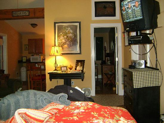 Piney Hill Bed & Breakfast: From bed into main room/bathroom