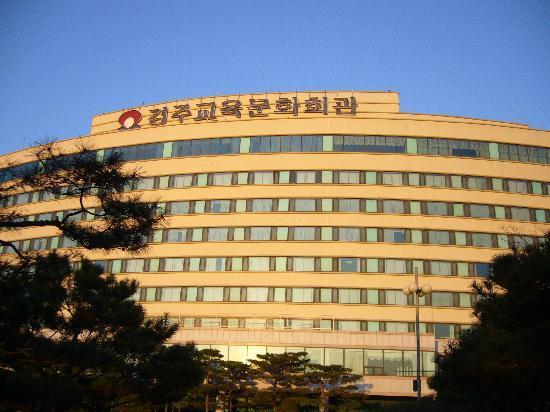 The-K Gyeongju Hotel: 慶州教育文化会館正面
