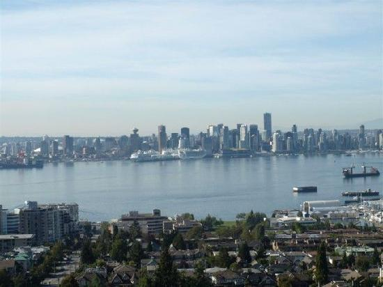 Urban Woods Bed and Breakfast: Views from North Van