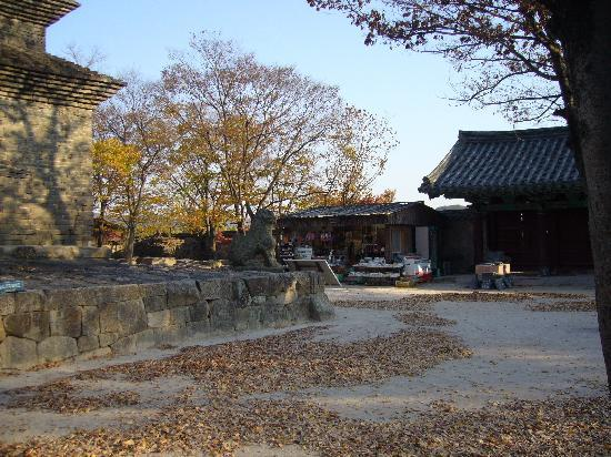 Gyeongju, South Korea: 売店がある一角