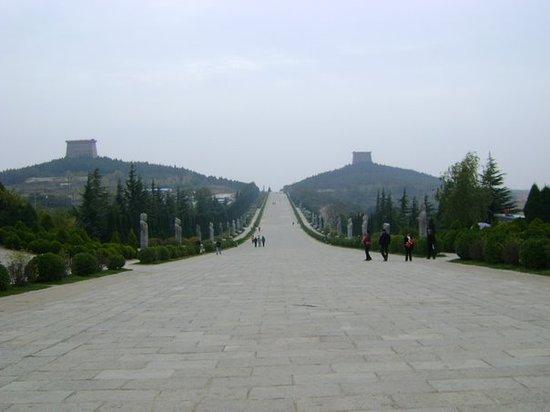Tomb of Emperor Tang Gaozong (Qianling)