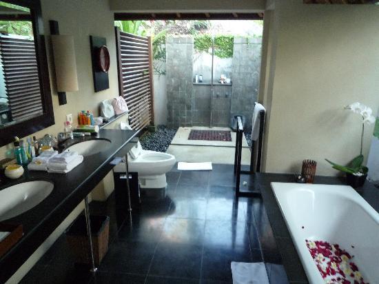 Kayumanis Nusa Dua Private Villa & Spa : La salle de bain