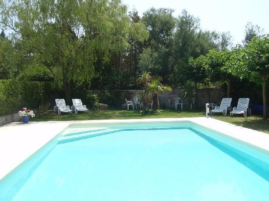 Domaine La Castagne: Relax by the pool
