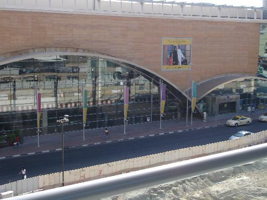 Star Metro Deira Hotel Apartments: view from balcony shopping mall opposite