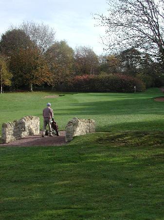Scarcroft Golf Club: Bridge to the 1st green