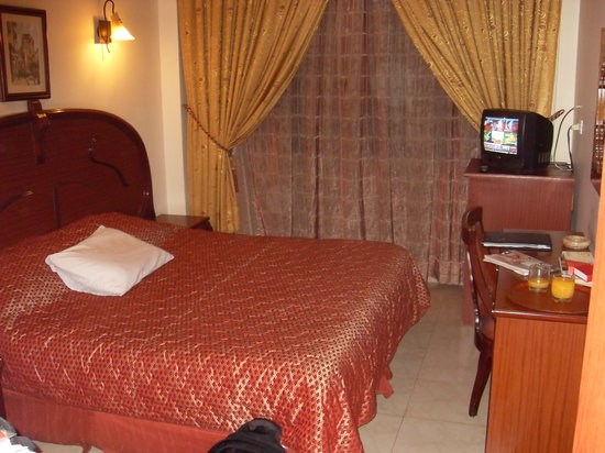 Al-Madinah / City Hotel: The bedroom-simple but clean, bed very comfortable