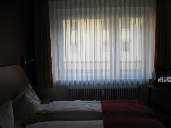 City Hotel Freiburg: Same room from a different angle