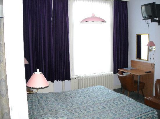 De La Poste : room
