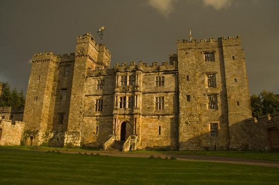 Chillingham Castle: Evening sun