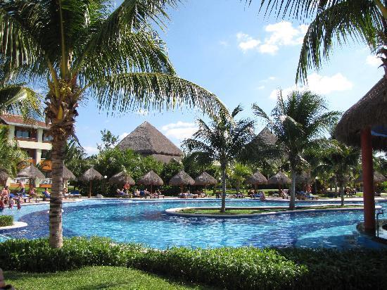 Grand Bahia Principe Coba: une des piscines, tranquille