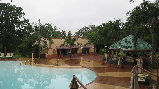 Lugogo Sun: pool area