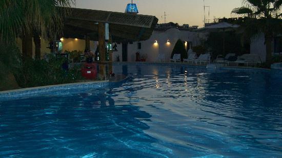 Kanabesh Hotel Naama Bay : la piscina