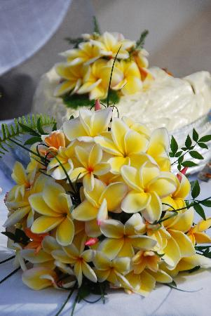Titikaveka, Cook Islands: My Cake and Flowers