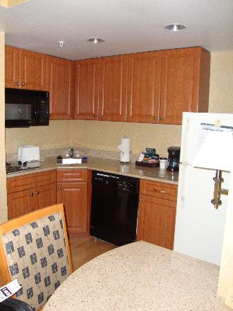 Homewood Suites by Hilton Philadelphia-City Avenue: Kitchen Area