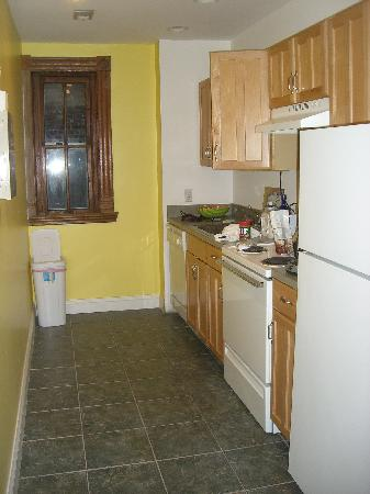 Ivy Mansion at Dupont Circle: Kitchen;  lower level apartment