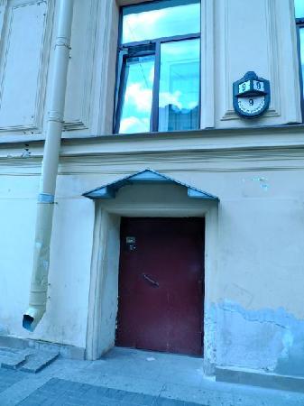 Nevsky Inn 1 Bed and Breakfast: the nondescript front door