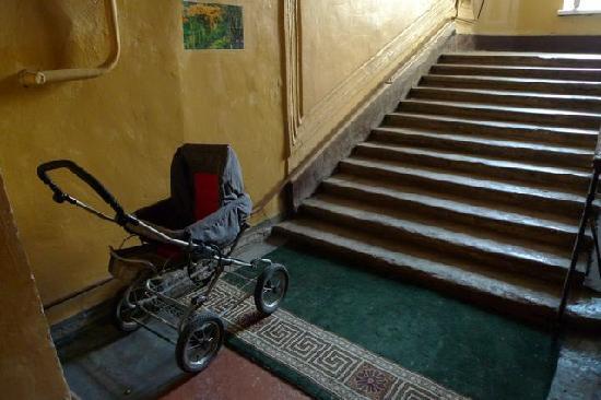 Nevsky Inn 1 Bed and Breakfast: entrance stairway